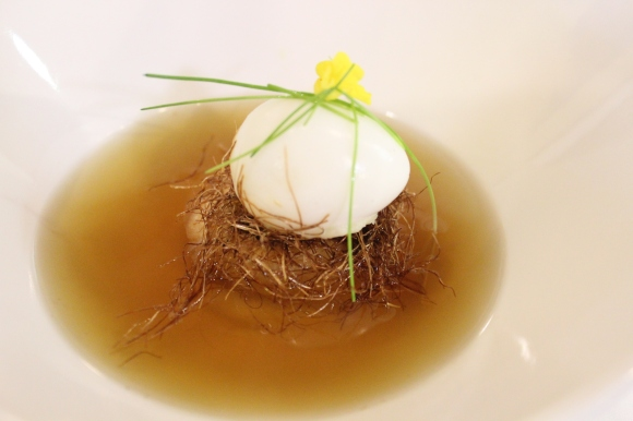 Consommé – Egg, roasted funghi, grilled corn, smoked consommé, foraged nest.